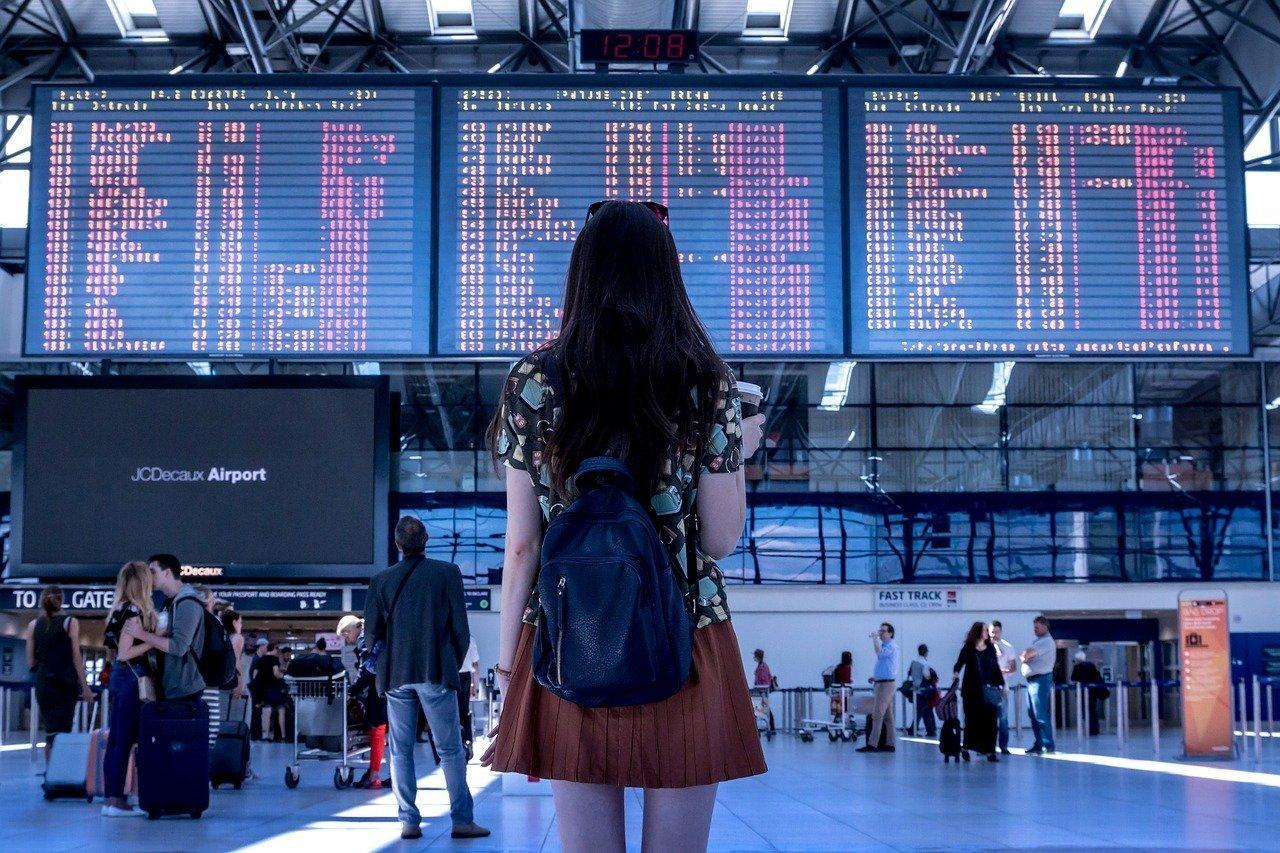 12 Ways To Survive Long-Haul Flights - Wellington World Travels