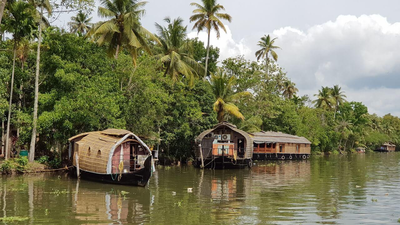Top 5 Beautiful Backwater Retreats in Kerala - Wellington World Travels | Kerala retreat | Kerala backwaters | Kerala backwater resorts #Keralabackwaters