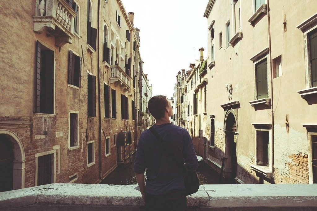 Common Fears When Moving Abroad and How to Overcome Them - Wellington World Travels #expat